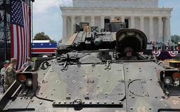"""Mỹ đưa xe thiết giáp """"cà tàng"""" đến dự Ngày Quốc khánh"""