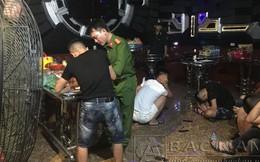 """Đột kích phòng karaoke """"Tổng thống"""", """"Hoàng hậu"""", phát hiện hàng chục nam nữ đang """"bay lắc"""""""