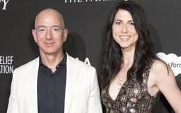 """Bỏ người vợ 25 năm theo nhân tình nóng bỏng, tỷ phú Amazon không ngờ sau khi ly hôn, vợ cũ lại có cuộc sống ngày một """"lên hương"""""""