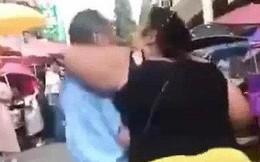 Cô gái chặn đường cưỡng hôn cụ già 70 tuổi chỉ vì muốn hút người xem livestream khiến dư luận phẫn nộ