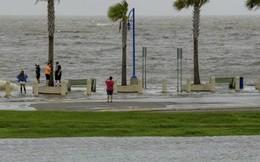 Bão nhiệt đới đe dọa gây lũ lụt nghiêm trọng đổ bộ miền Nam nước Mỹ