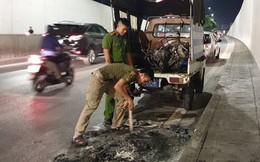Hà Nội: Cháy xe ở hầm chui Kim Liên, người điều khiển hoảng hốt bỏ chạy