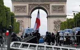 Ngày Quốc khánh không yên ả với Tổng thống Pháp