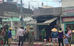 Quán cơm bốc cháy ngùn ngụt, 2 người bị thương ở TP.HCM