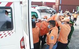 Tàu cá Nghệ An bị đâm chìm, 9 người mất tích: Đưa thi thể 2 thuyền viên vào bờ để xác định danh tính