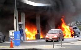 Đổ xăng không tắt máy có thể gây cháy nổ ô tô?