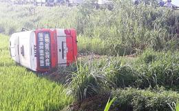 Xe buýt lật dưới ruộng, 2 người tử vong, 8 bị thương