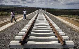 """Thảm cảnh đường sắt Trung Quốc xây ở Kenya: Lơ lửng giữa 'hư không"""""""