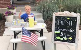 """Giữ lời hứa """"thay bố chăm sóc mẹ"""", cậu bé 6 tuổi mở quán nước chanh trước cửa nhà và cái kết khiến mọi người rưng rưng xúc động"""