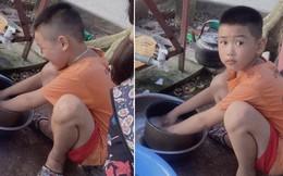 Khoe em trai 8 tuổi suốt ngày tranh rửa bát với chị, cô gái khiến dân tình gato hết nấc: Kiếm đâu ra cục vàng như thế?
