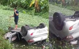 Tài xế thiệt mạng trong xe taxi lật ngửa dưới mương nước ở Bắc Ninh