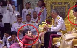 Lần đầu tiên trong lịch sử hiện đại, vua Thái Lan công bố 'vợ lẽ', sắc phong Hoàng quý phi, vẻ mặt Hoàng hậu ngồi bên cạnh mới đáng chú ý
