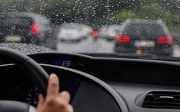 Những nguyên tắc vàng khi lái xe dưới trời mưa bão