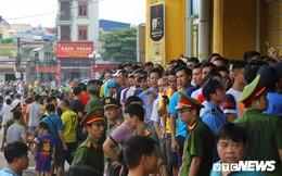 Biển người phủ kín sân Thiên Trường, HLV Park Hang Seo ngơ ngác tìm chỗ ngồi