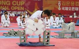 Tròn mắt xem đại sư Taekwondo dùng tay không chém 3 khối nước đá