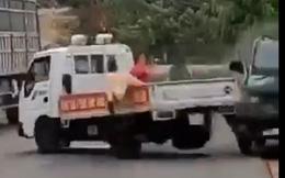 Khởi tố lái xe chở gỗ lậu tông cảnh sát giao thông trọng thương
