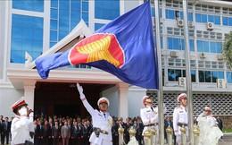 Lào thượng cờ kỷ niệm 52 năm Ngày thành lập ASEAN