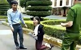 Cô giáo quỳ trước sân Ủy ban tỉnh Đắk Lắk đưa đơn khiếu nại