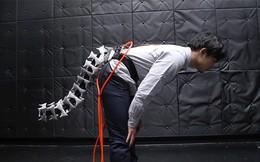 Các nhà khoa học Nhật chế tạo một chiếc đuôi máy, vì nghĩ rằng con người không có đuôi là một thiếu sót lớn