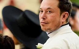 """Đến Mỹ với 2.000 USD và vali đầy sách, """"gã điên"""" Elon Musk nay đã 'dưới vài người, trên tỷ người'"""