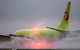 Video: Thót tim máy bay chở 150 hành khách Nga thoát hiểm trong gang tấc