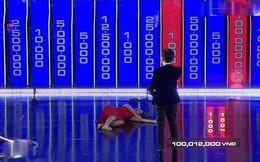 MC Cát Tường bị chỉ trích vì cởi giày, nằm ra sân khấu trên sóng truyền hình
