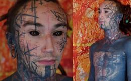 """Chàng trai có gu thẩm mỹ """"mặn"""" nhất thế giới: Xăm kín cả người và """"độ"""" lại một số bộ phận cơ thể"""