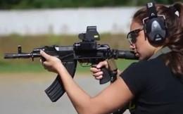 Video: Súng AK carbine nổ vang rền trong tay người đẹp Israel