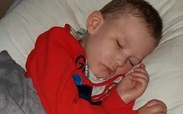 Đây là cậu bé duy nhất trên thế giới mắc bệnh lạ không thể đi, nói chuyện, ngồi hay ngẩng đầu