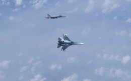 """NATO bất ngờ """"lật kèo"""" Nga vụ Su-27 đuổi F-18 trên biển Baltic"""