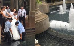 Một con robot cũng tự tử tại đài phun nước công cộng, có lẽ vì công việc 'quá áp lực'?