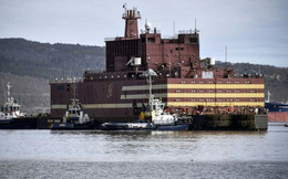 """Giữa tâm bão, """"hung thần"""" hạt nhân trên biển của Nga giong buồm hành trình lịch sử"""