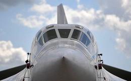 """Cận cảnh """"thiên nga trắng"""" Tu-160 của Nga phô diễn sức mạnh ở Syria"""