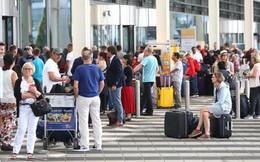 Đi nhầm cửa khiến 130 chuyến bay bị hủy, hành khách đã bị bắt