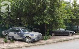 """Cận cảnh nhiều xe sang hiệu Mercedes, BMW, Camry """"hết đát"""" bị vứt bỏ trên vỉa hè Hà Nội"""