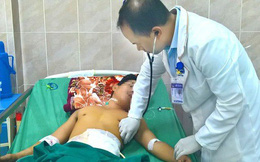 Nam thanh niên vào viện với chiếc tô bịt ruột đổ ra khỏi người