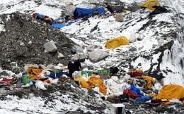 """Nepal chính thức cấm mang nhựa lên Everest - bước đầu giải quyết hàng tấn rác chất thành núi trên """"nóc nhà của thế giới"""""""