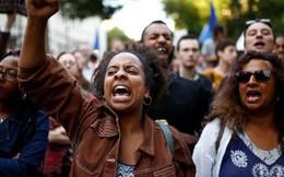 Dân Anh phản ứng quyết định gây sốc của thủ tướng