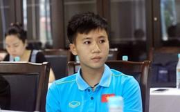 Vô địch AFF Cup, tuyển thủ nữ Việt Nam vẫn phải bán hàng trên mạng, tư vấn xuất khẩu lao động