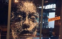 Đẳng cấp họa sĩ: Đập nứt cửa kính cũng tạo ra bức chân dung tuyệt tác, càng nhìn càng mê