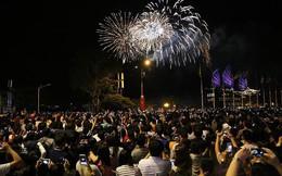 Hàng ngàn người chen chân xem bắn pháo hoa mừng Quốc khánh 2-9