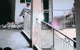 Lan can trường học đột nhiên gãy, hai học sinh rơi từ tầng 5 xuống đất thương vong
