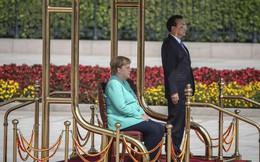 Thủ tướng Đức Merkel ngồi ghế trong lễ đón chính thức tại Trung Quốc