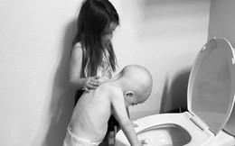 Bức ảnh tưởng đơn giản nhưng chạm đến hàng triệu trái tim: Bé gái chăm sóc em trai mắc bệnh hiểm nghèo dù chỉ hơn em 14 tháng tuổi