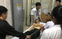 Sau fan nữ trúng pháo, một cảnh sát cơ động nhập viện vì xô xát ở khu vực khán đài CĐV Nam Định