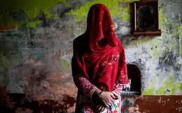 """Phụ nữ Ấn Độ phải chịu cảnh """"ăn nằm"""" với anh em của chồng, đẻ con không biết ai là bố đứa trẻ bởi chế độ đa phu cổ hủ"""