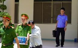 Ảnh: Công an khám xét phòng làm việc của Phó Chủ tịch TP Phan Thiết