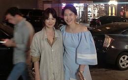"""Sau câu nói """"tôi ổn"""", Song Hye Kyo tự tin để mặt mộc xuất hiện tươi tắn trên đường phố New York"""