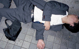 Chùm ảnh về các doanh nhân ngủ trên đường phố mô tả chân thực về văn hóa làm việc khắc nghiệt nhất thế giới của Nhật Bản