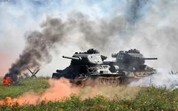 [ẢNH] Xe tăng T-34-85 Nga nhận lại từ Lào biểu diễn sức mạnh trên thao trường